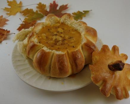 soup in bread bowl-