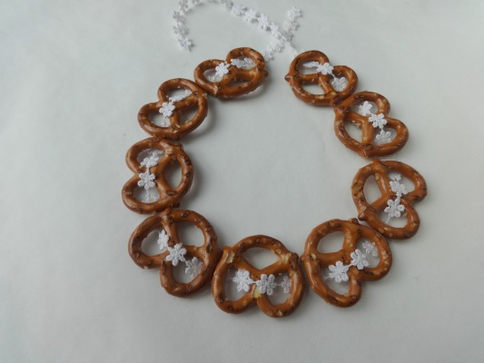 Pretzel Christmas Ornaments - step 2