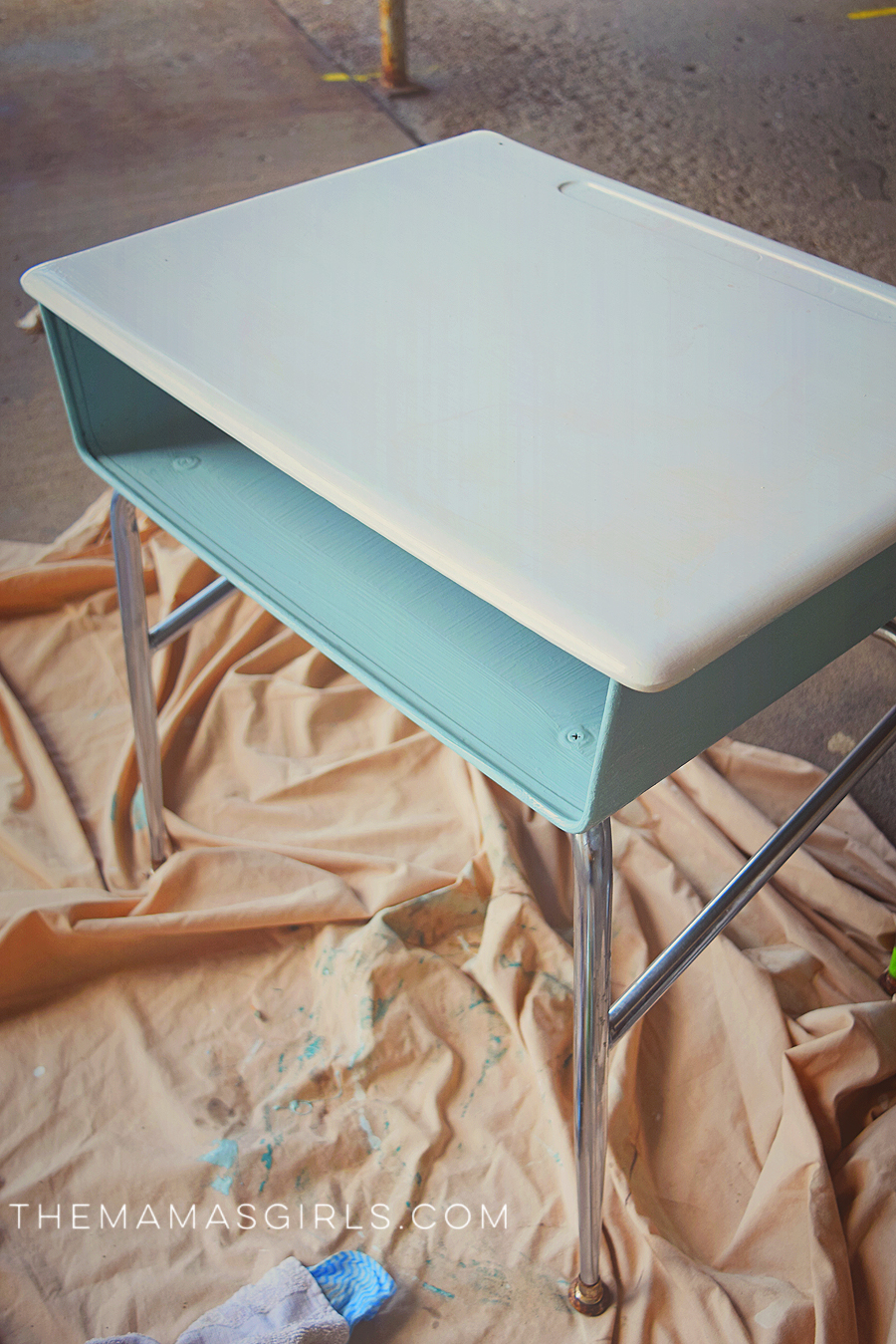 DIY DRY ERASE DESK - so cute!