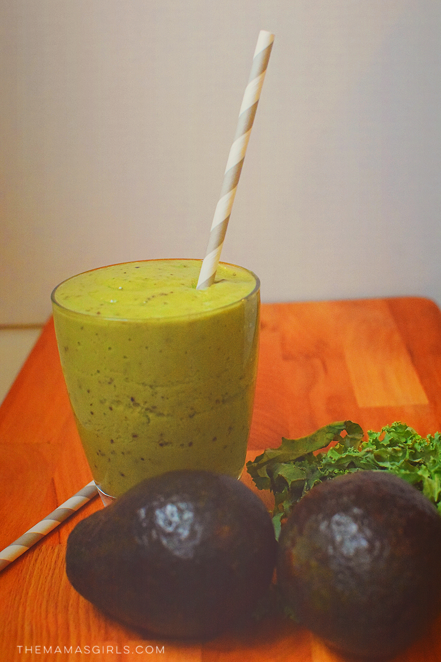 Creamy Avocado and Kale Green Smoothie
