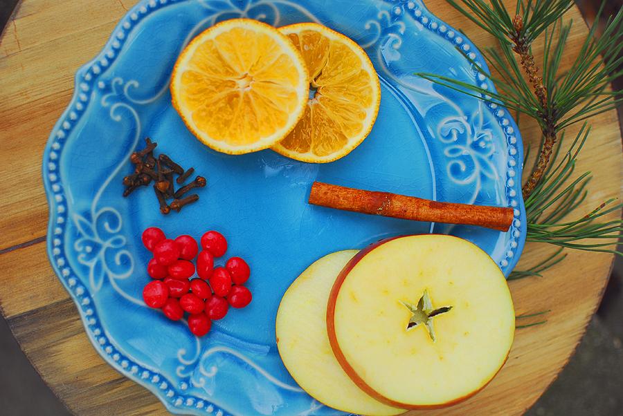 hot-wassail-ingredients-slow-cooker