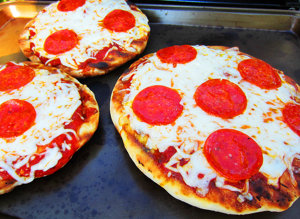 Pizza on the grill, amazing!