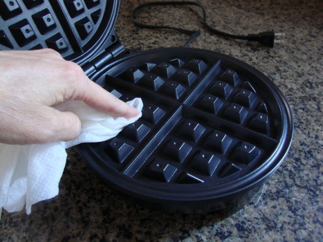 clean waffle iron3