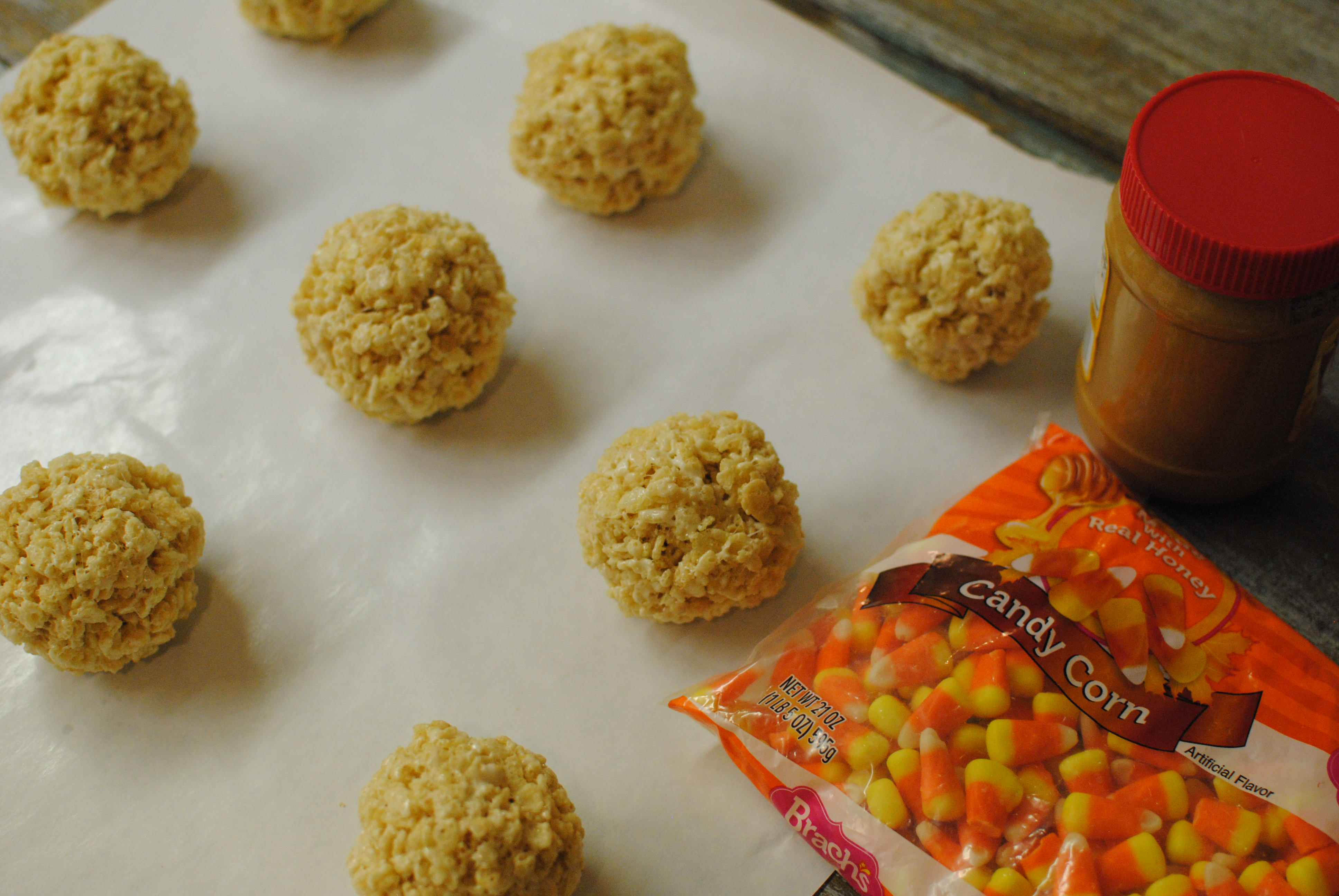 Butterfinger Rice Krispy Treats Shaped as Pumpkins
