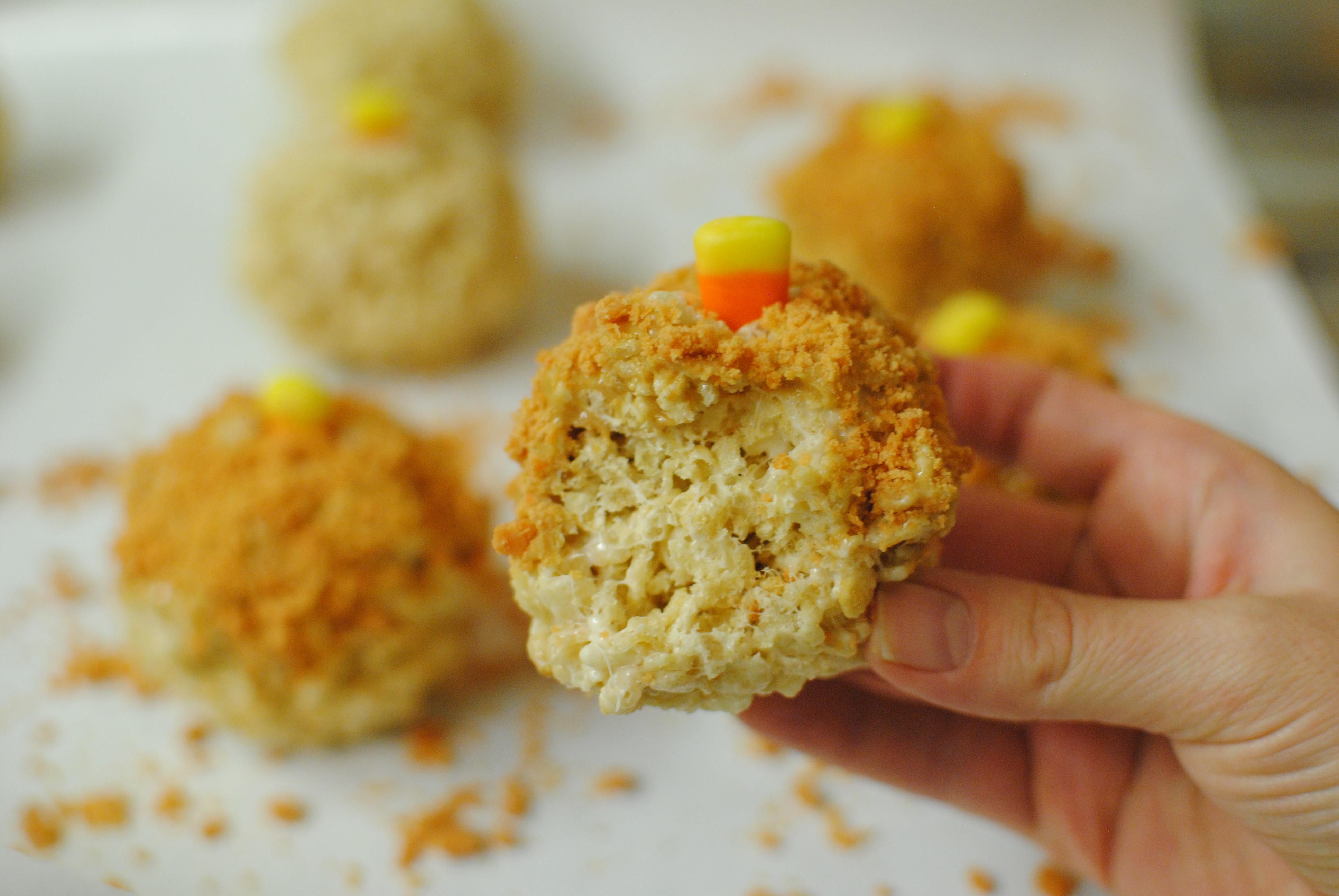Butterfinger Rice Krispy Treats Shaped as Pumpkins5