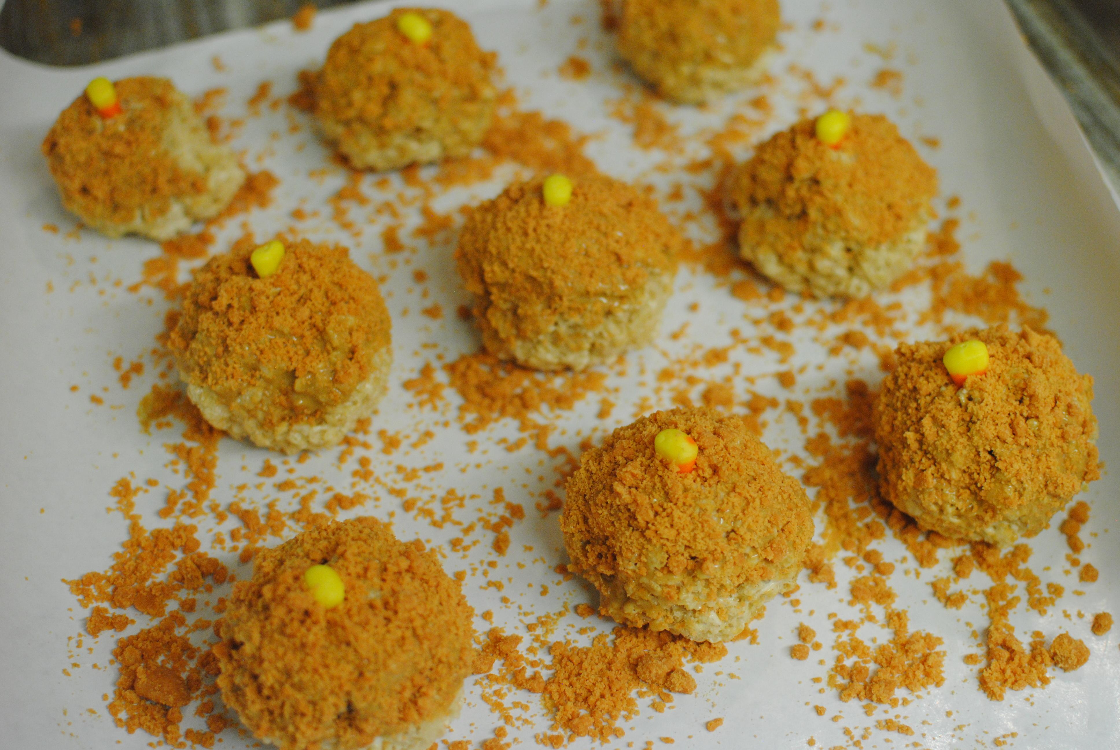 Butterfinger Rice Krispy Treats Shaped as Pumpkins66