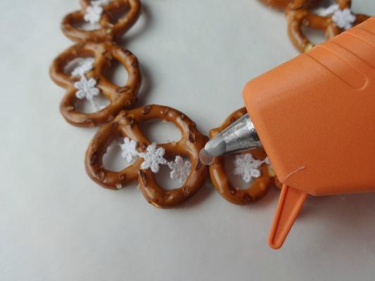 Hot Glue Pretzel Ornaments - step 3