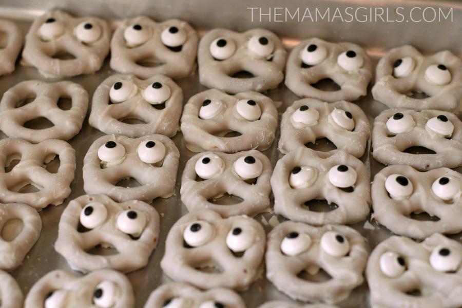 pretzel-ghouls-themamasgirls-com